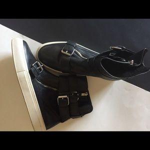 Zara Women booties with buckles